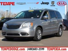 14 Chrysler Town & Country Touring-L