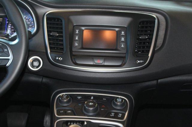 2017 Chrysler 200 Touring