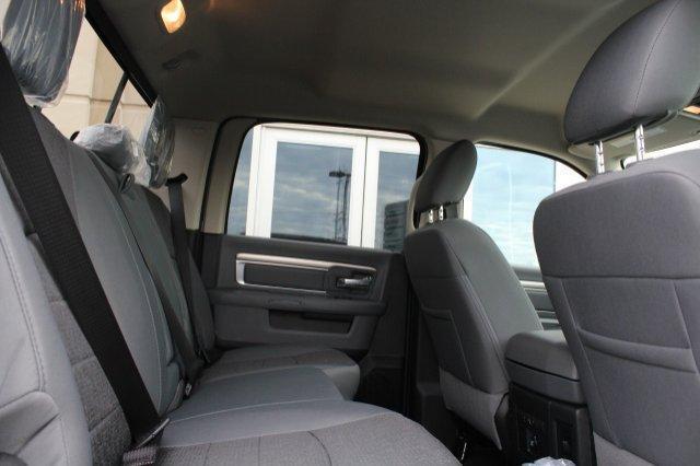 2018 Ram 1500 BIG HORN CREW CAB 4X4 6'4 BOX